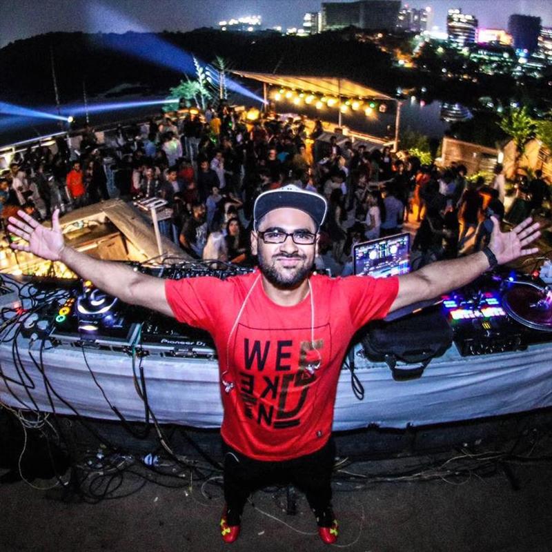 DJ student Abijacob performing