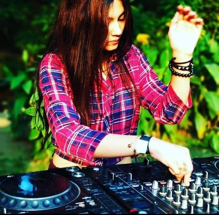 Arya Toor DJ Student